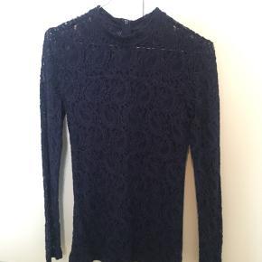 Flot minimums trøje i mørkeblå sælges. Har været brugt 2 aftener. Kom med et bud!