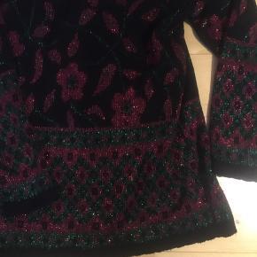 Flot retro - vintage sweater med glimmer og blomster. Er i rigtig god stand. Str. L.