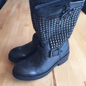 ASH trash biker boots i sort læder med sorte nitter str. 38 nypris 2900kr aldrig brugt