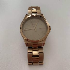 Rosaguld DKNY ur. Der følger ikke noget med