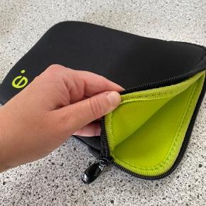 Neopren etui til tablet - passer til feks. en ipad mini og har en god tykkelse ift. beskyttelse af tablet.