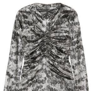 Helt ny isabel marant mainline bluse med shine effekt i sølv/sort.