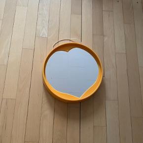 Retro spejl. Flot stand!