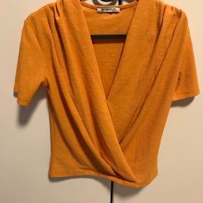 Rigtig sød top fra Zara. Købt sidste sommer. Desværre har jeg kun brugt den få gange, da jeg synes, den strammer om armene.