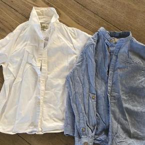 Varetype: Skjorte Farve: Blå Oprindelig købspris: 350 kr.  Blå og hvid  Se også mine andre annoncer for mængderabat