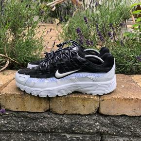 Nike P-6000  Købt for 900kr for nyligt, og er HELT ubrugte med OG. boks og kvittering  Str. 42   Skriv for flere billeder/bud :)