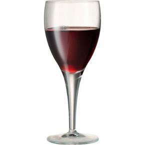 Glas, Rødvinsglas, Luigi Bormioli Michelangelo. Linea rødvinsglas i krystal uden bly. Helt nye og ubrugte i originalemballage. 1 kasse med 6 stk. Elegante og slanke - også velegnet til en cocktail. Indhold: 22,5 cl Højde: Cirka 17,5 cm Diameter: Cirka 7 cm Købt for 70 kr. pr. stk. i Imerco Jeg sælger: 6 for 200 kr. (under halv pris :-)) Se eventuelt min anden annonce med 12 hvidvinsglas i samme mærke!