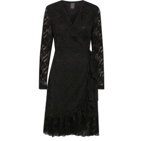 Helt ny med pris mærke . Smuk slå-om blonde kjole . Perfekt til julefrokost / nytår. Sælges kun idet købt i forkert str .
