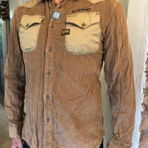 Flot skjorte fra G-Star i fin ribbet fløjl.  Aldrig brugt.  Byttes ikke.
