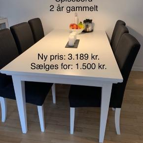 Flot hvidt spisebord med et lille hak i det ene hjørne Ellers står det som nyt  Kun 2 år gammelt og ikke brugt særlig meget Ny pris: 3.189kr Sælges for: 1.500kr - Er åben for bud Stolene kan også købes - Det hele sælges for 3.000kr Hentes i Birkerød