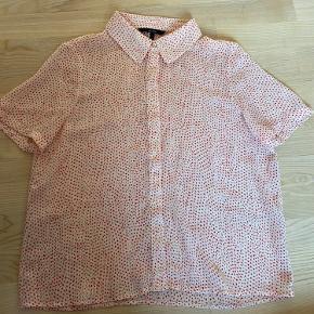 Den er blevet brugt på en str.s som en oversize T-shirt skjorte.