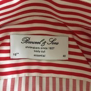 Rød hvid stribet skjorte fra Bosweel, str. 40/M