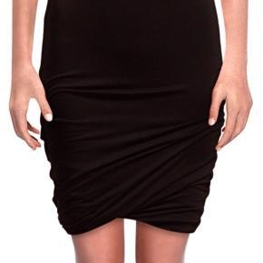 Lækker behagelig nederdel med stretch Fremstår som ny