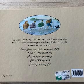 Tante Grøn, tante Brun og tante Lilla en komplet samling af Elsa Beskov Du kender sikkert bogen om tante Grøn, tante Brun og tante Lilla. Men de tre tanter medvirker også i andre bøger. Nu kan du læse alle historierne samlet i ét bind: Tante Grøn, tante Brun og tante Lilla. Tante Bruns fødselsdag. Per og Lotte på eventyr. Hr. Blås nye båd. Pers og Lottes jul Indb, kan sendes m DAO for 40 kr oveni til nærmeste udleveringssted
