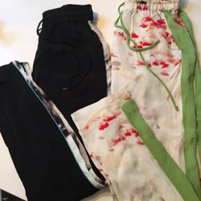 Fede bukser fra Karen By Simonsen. Lækker kvalitet.  Har selv lige købt dem, men desværre passer størrelsen mig ikke.   Køber betaler porto (38kr.).  •••Se mine andre annoncer••• 💅🏻👖💄💍👙👜👠👗