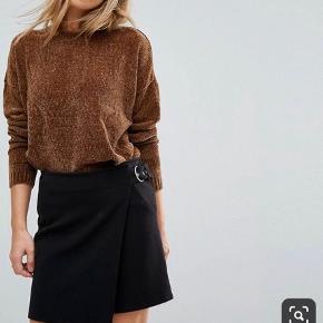 Cenille pullover fra vero moda Str. Medium (Gået lidt i sygningerne. Sender gerne billeder)