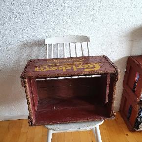 Syv Carlsberg vintage ølkasse med patina. Originale.  120 kr/ pr stk, 750 kr for alle syv  Kan afhentes i KBH NV