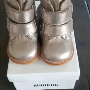 Helt nye lækre varme kvalitets vinterstøvler fra Angulus. Ny pris 1000 kr. Kig endelig forbi mine andre annoncer.   Kan hentes på Amager eller sendes mod betaling