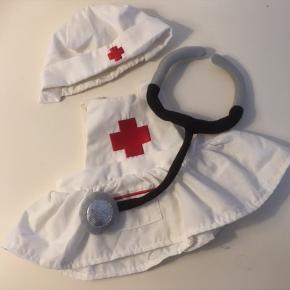Sygeplejerskeuniform Passer til blandt andet Build a Bear Man kan jo bruges af mange andre dukker og bamser  Dukke bamse dukketøj   Se flere annoncer   Sender gerne