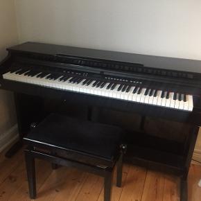 TG8865 Ringway el-klaver sælges grundet flytning. Fejler ingenting. Købt for 5000,- i 2014. Skal afhentes i Aarhus C.