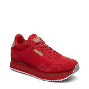 Flotte sneakers Ribbon Red med plautau Brugt en gang / fejlkøb. Står som ny.  Sender med Dao - køber betaler porto