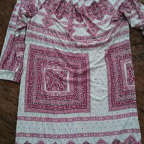 Varetype: kjole Farve: se Oprindelig købspris: 899 kr. Prisen angivet er inklusiv forsendelse.