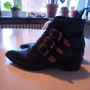 Næsten nye Billi Bi ankel støvler. Ny pris omkring 1400