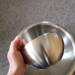 Et sæt med to skåle fra Bodum. Lille og stor sælges samlet. Kun brugt til pynt.