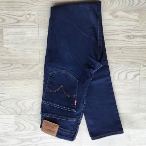 Fx Levis str 27 længde str 30. Nye fløjls Levis. Blå jeans som ny Sorte nsn