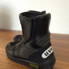 Lækre Uvex MC-støvler i str. 37. Brugt men stadig rigtig fine og minimalt slid.