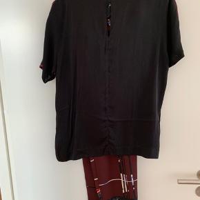 Sæt med bukser matchende overdel fra Samsøe Samsøe. Bukser og top er begge str. 36. Kun brugt ganske få gange.