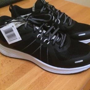 b77d8cf54006 Hej sælger disse sko i str 39