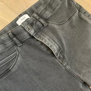 """Jeans i modellen """"enblake"""" fra Envii, de er aldrig brugt og er derfor uden slid"""