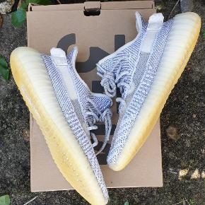 Yeezy static (reflective snørebånd) Str 41 1/3 Cond 8,5-9 OG intet men står inde for originalitet  Pris 1025