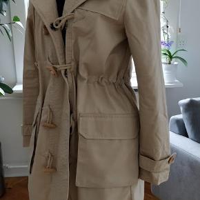 Brugt kun en gang,100% coton jakke/ frakke lige til efterår brug, med hætte.