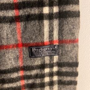 Burberry Tørklæde 148x48cm 8/10