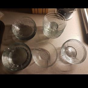 Lækre rosendahl glas skåle, nogen undgået og andre kan du stadig købe, kan ikke huske hvilke dog. Har kun stået i skabet og set pæne ud