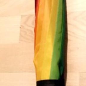 Sælger denne paraply.  Fejler intet.  Ingen dyr eller rygning i hjemmet. Sender gerne - køber betaler fragt.  Byd 😊