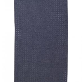 lækre håndklæder fra Ferm Living, 2 bade og en str. 100 x 50, frotte på den ene side og smooth på den anden, små grå prikker i det blå, kun vasket, aldrig brugt, byd :-)