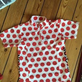 Tour de france t-shirt str 116 Den prikkede bjergtrøje -fast pris -køb 4 annoncer og den billigste er gratis - kan afhentes på Mimersgade 111 - sender gerne hvis du betaler Porto - mødes ikke andre steder - bytter ikke