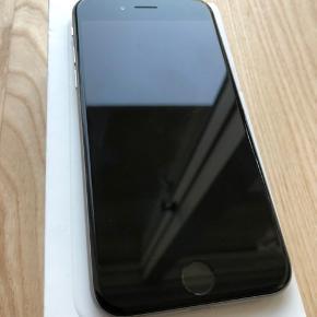 IPhone 6, 64 GB  Telefonen fejler intet, men har en lille ridse i øverste højre hjørne. Kan også ses på det sidste billede.