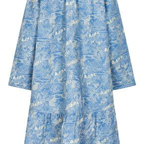 Den fine, populære Noa Noa jakke i str. Small.  Den er vasket en enkelt gang, og måske brugt 10 gange. Så der er intet brug at se på den.