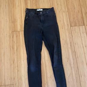 Højtaljede grå jeans fra Gina Tricot str xs