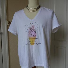 Bluse sælges (PEP) brugt en gang. Bytter ikke. Brystmål:56x2 Længde:65 Materiale:100 % Cotton.