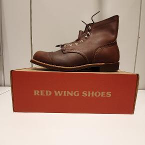 Red Wing 8111 US10.5 euro 43.5  Ikonisk støvle fra Amerikanske Red Wing, håndlavede støvler i høj kvalitet.  Prisen er fast