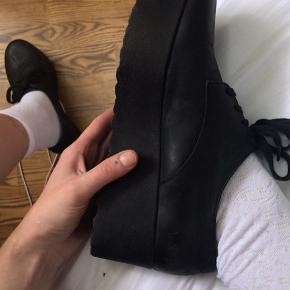 Seje pavement sko, 39 og passer en 39. Sp dejlige at gå i, man kan have dem på på storbysferie Nypris 800
