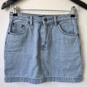 ebef9c3ac5f Cowboy nederdel, i lyseblåt cowboy stof. Brugt et par gange, fejler intet.