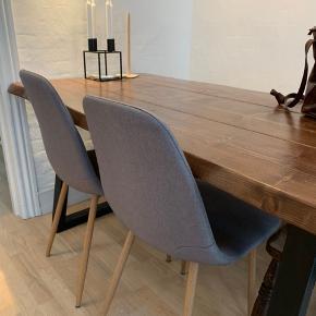 4 stk spisebordsstole til salg.  Sælges for 100 kr pr stk. Hvis du køber alle 4 stk, kan du få dem alle for 300 kr :)