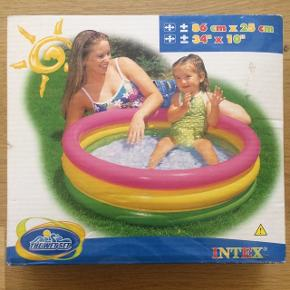 Babypool/badebassin - stadig i pakken. Størrelsen fremgår af foto :)