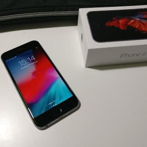 iPhone 6S 16 GB Space Gray. Ser nærmest ud som en ny og er uden fejl. Opdateret til nyeste iOS, nulstillet og slettet fra iCloud. Derfor helt klart til brug 😊 Original æske samt indhold medfølger også.